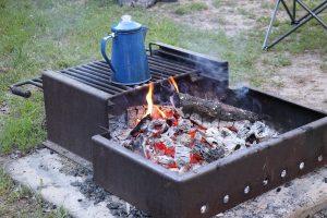 キャンプ地での注意事項と準備