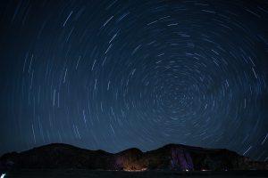 天体観測や星空撮影ならカメラとキャンピングカーを持って出発しよう!