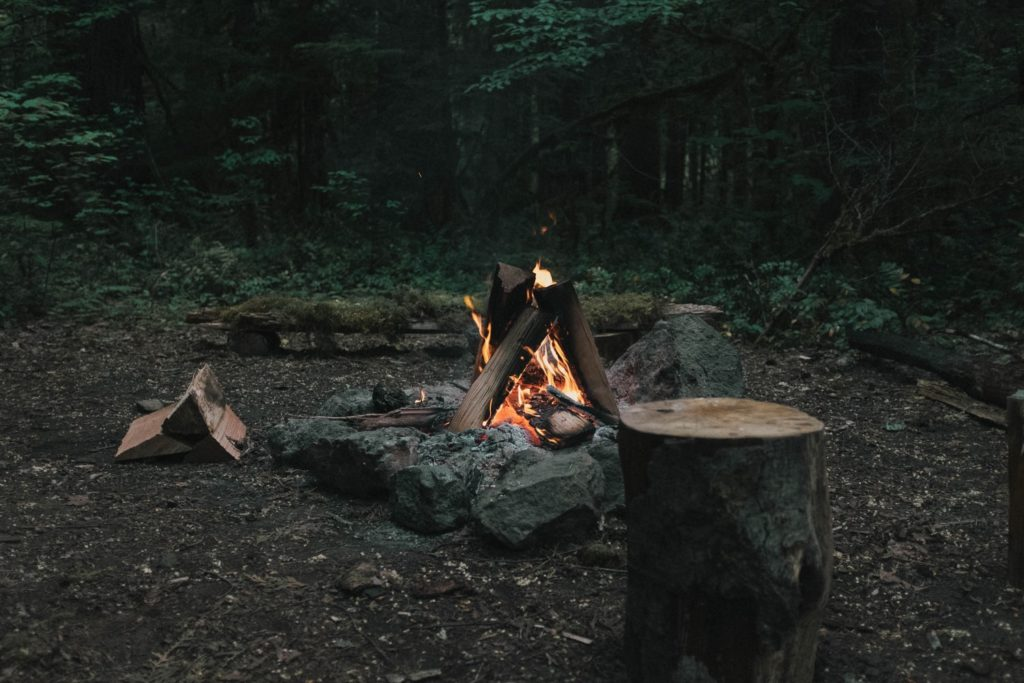 キャンプファイア 焚き火